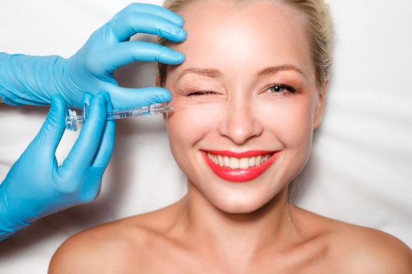 WHAT IS A PRP VAMPIRE FACELIFT liquivida lounge